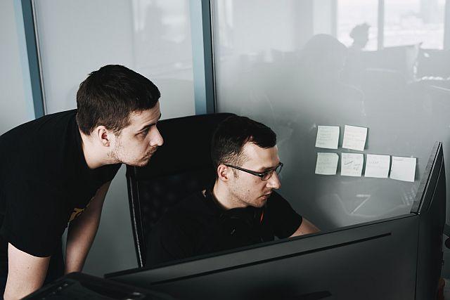 Outsourcing IT dlakogo jest outsourcing usług informatycznych?